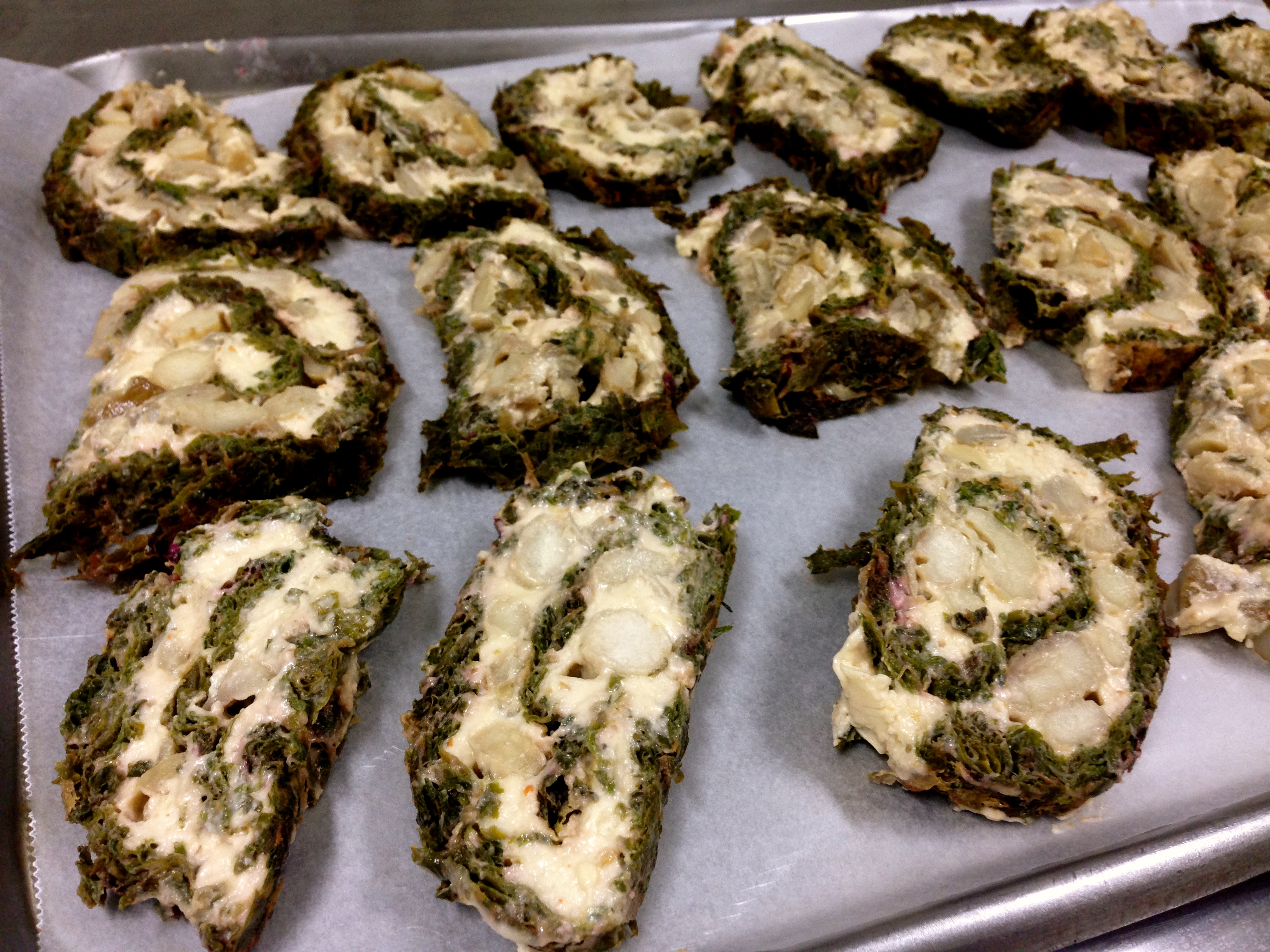 Always a crowd winner, my mom also went the extra mile to introduce this tedious raw roullade and it was received with a gasps and awe. Made of dehydrated spinach and pili cream cheese, this is a fussy raw and glutenfree option to lasagna. Topped with sundried tomatoes. All organic.